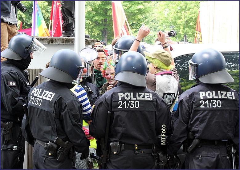 Blockupy Kessel Clowns Keiner Raus Frankfurt 2013 (4)