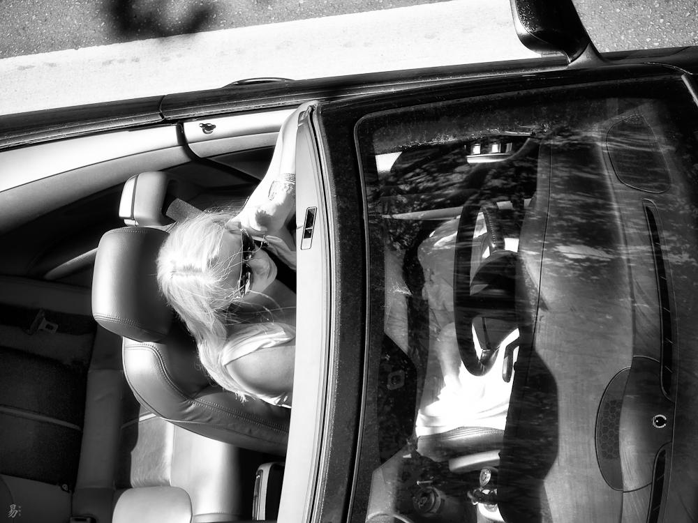 blond & car