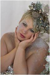 Blonder Engel träumt von Weihnachten ...