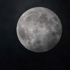 Blue Moon im Wolkendunst