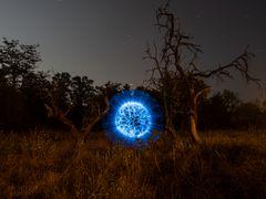 Blue Orb im Mondschein