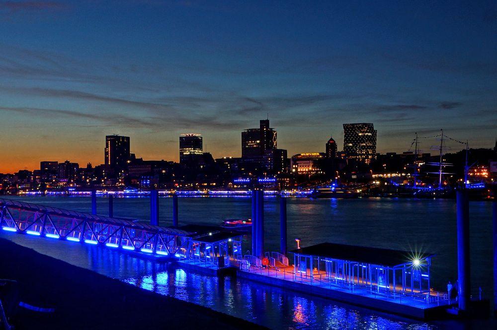 Blue Port - Hafenskyline