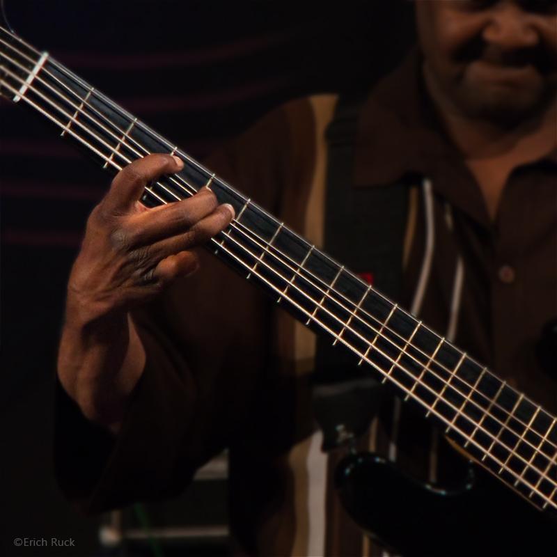 Bluesfest Gaildorf 2011 - Larry McCray - 7 - Sehnen wie Basssaiten