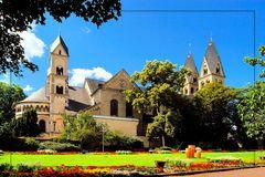 Blumenhof & St. Kastor Basilika