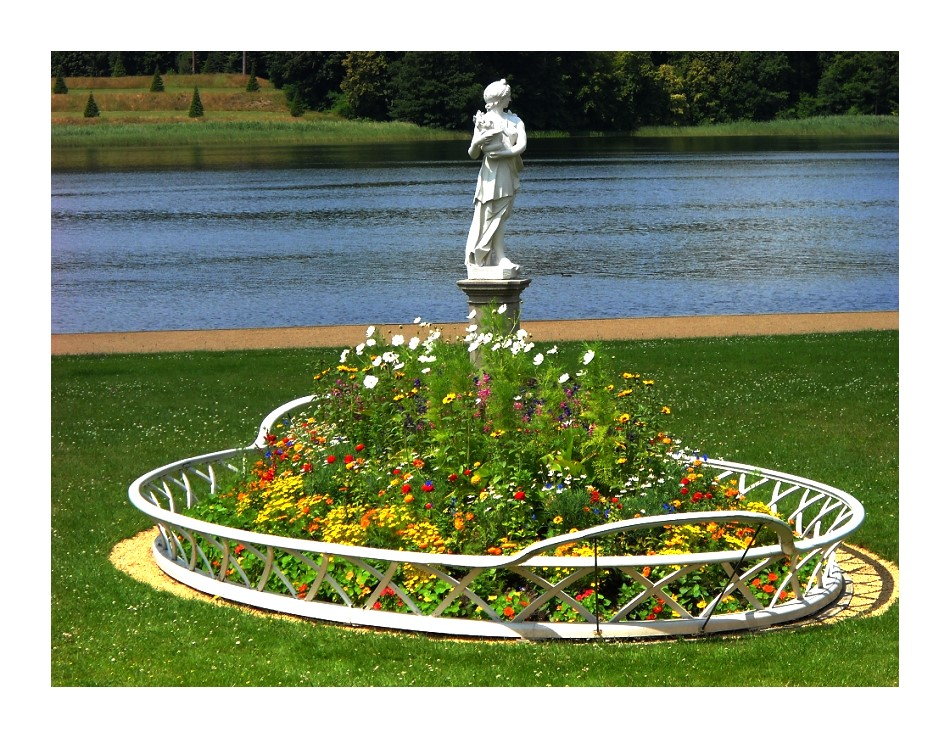 Blumenkorb im Schloßpark Rheinsberg