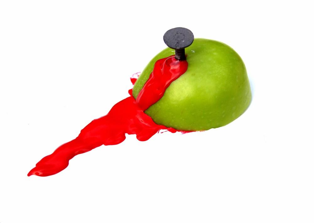 blutender Apfel