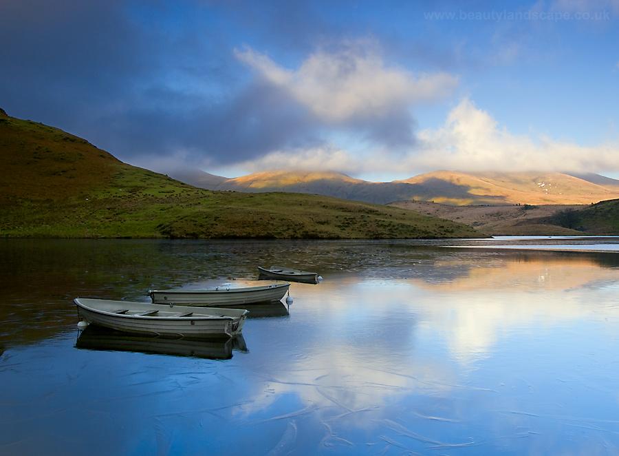 Boats on Llyn Dywarchen