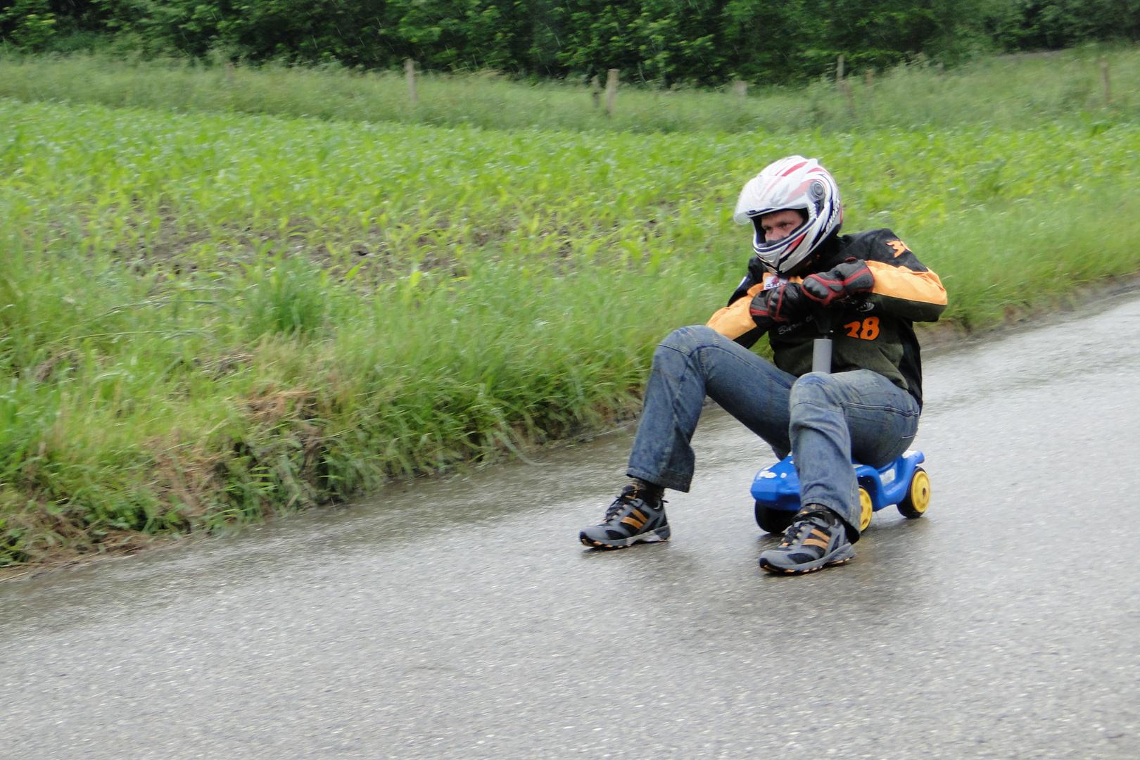 Bobbycarrennen im strömenden Regen
