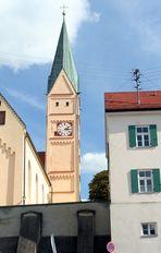 Bobingen: die Pfarrkirche St. Felizitas und das ehemalige Benefiziatenhaus