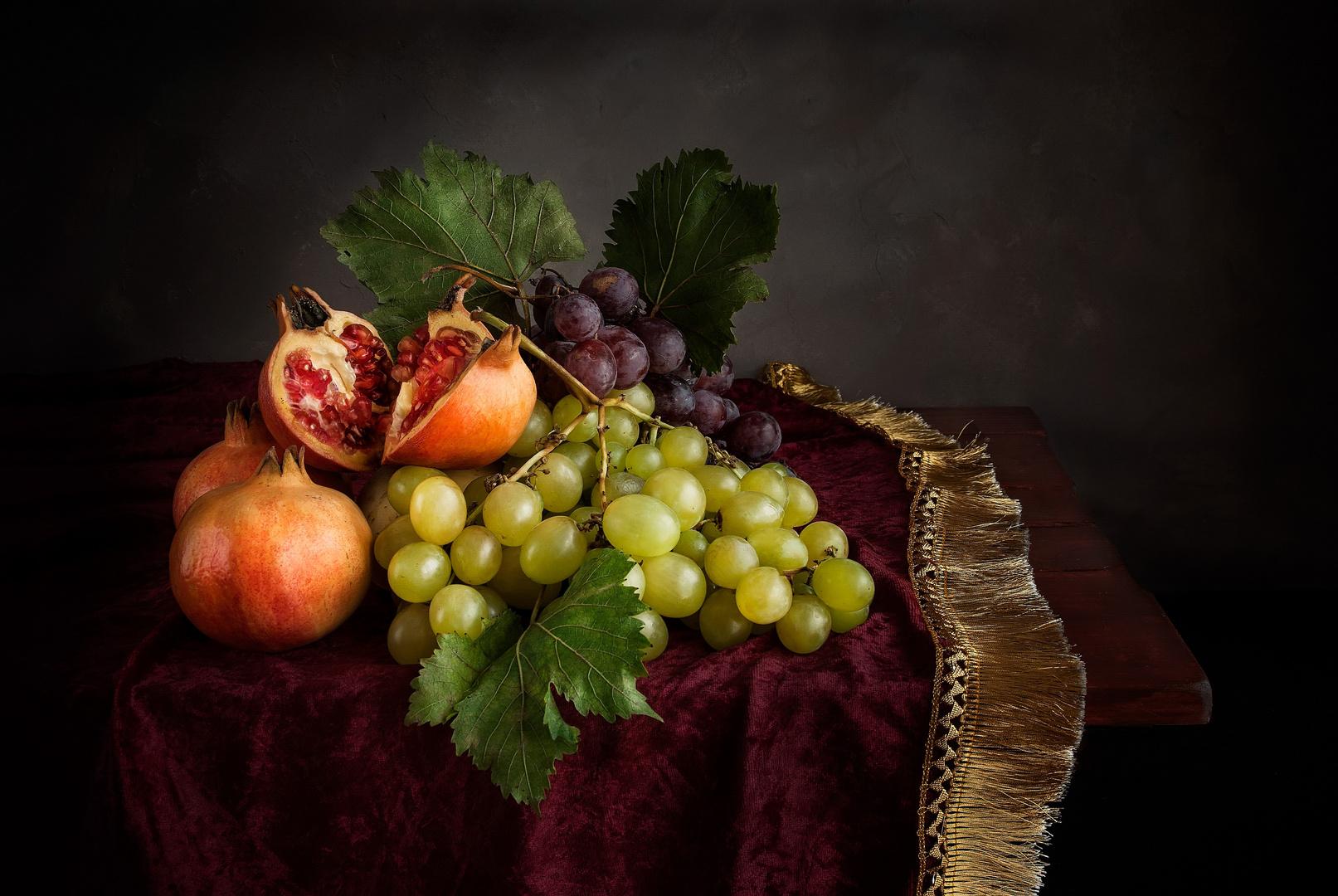 Bodegón de granadas y uvas