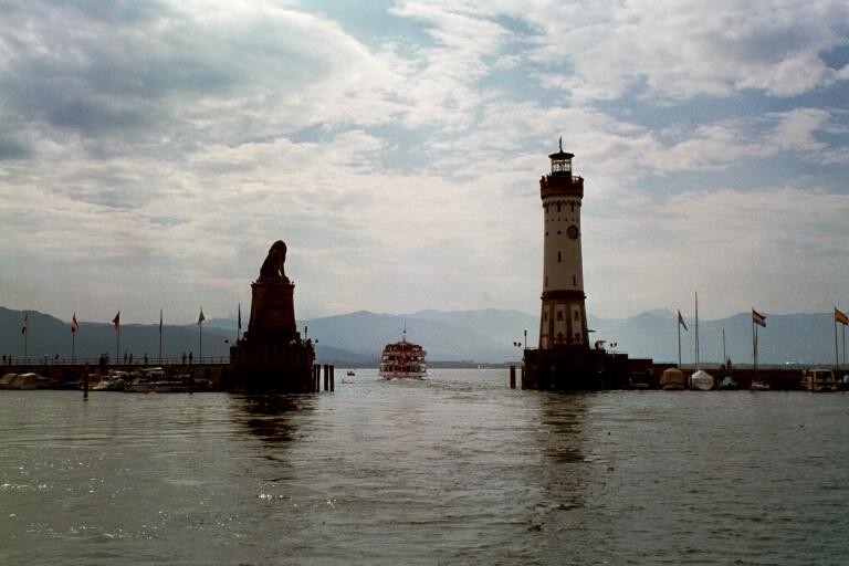 Bodensee - ein Schiff wird kommen....... oder fährt es auf den See hinaus?