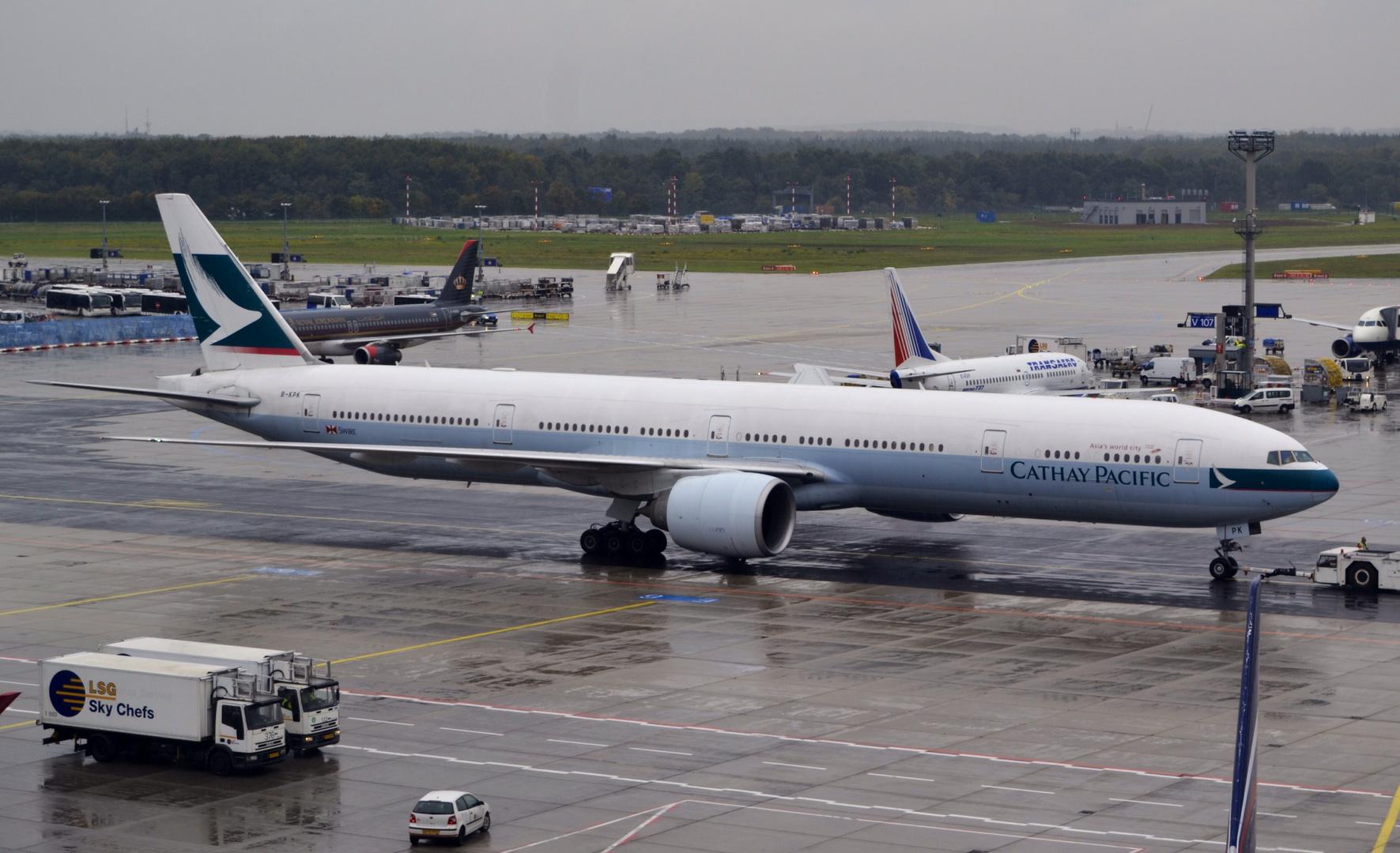 Boeing 777 in Heavy Rain [3]