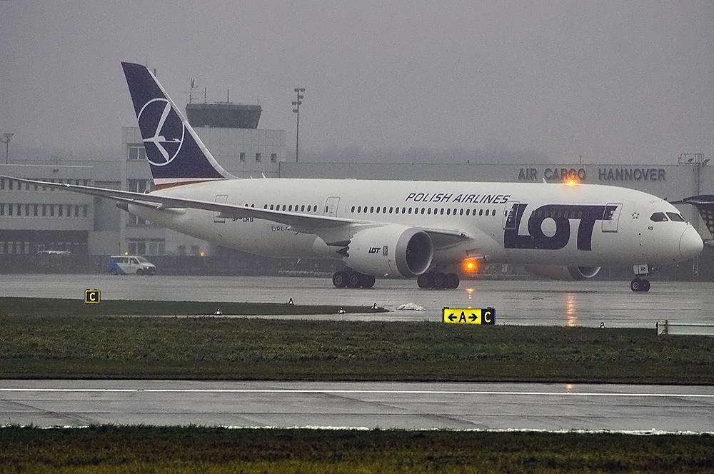 Boeing 787-8 von LOT in Hannover