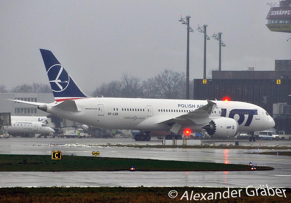 Boeing 787-8 von LOT in Hannover (HAJ)
