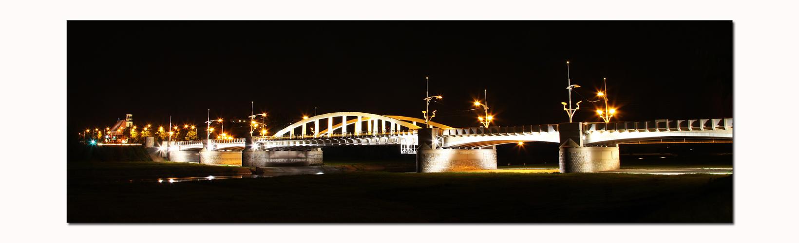 * Bogenbrücke *
