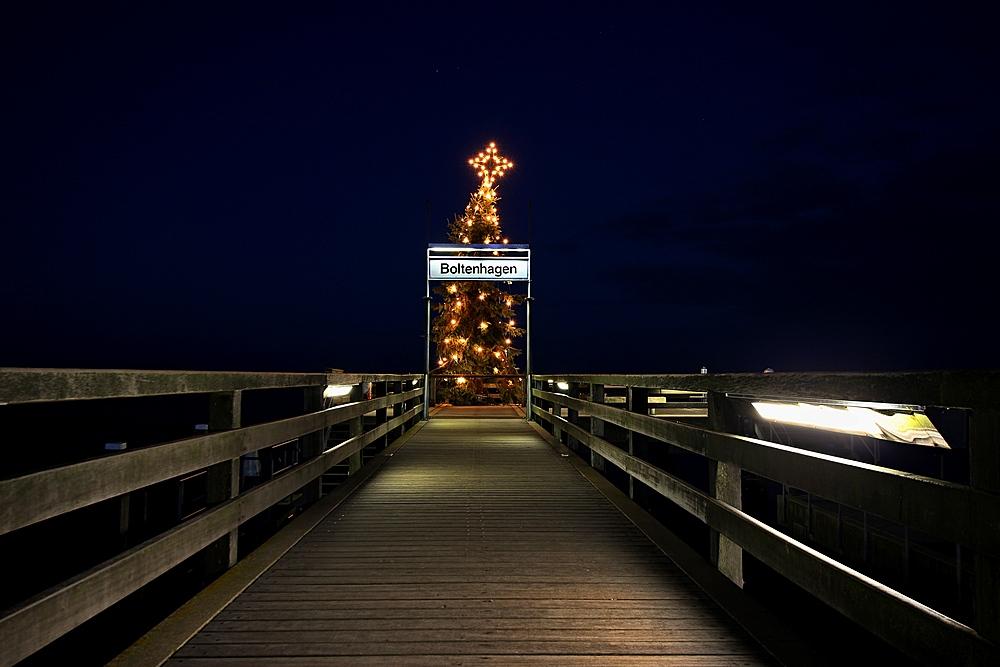 Boltenhagen - Seebrücke mit Weihnachtsbaum