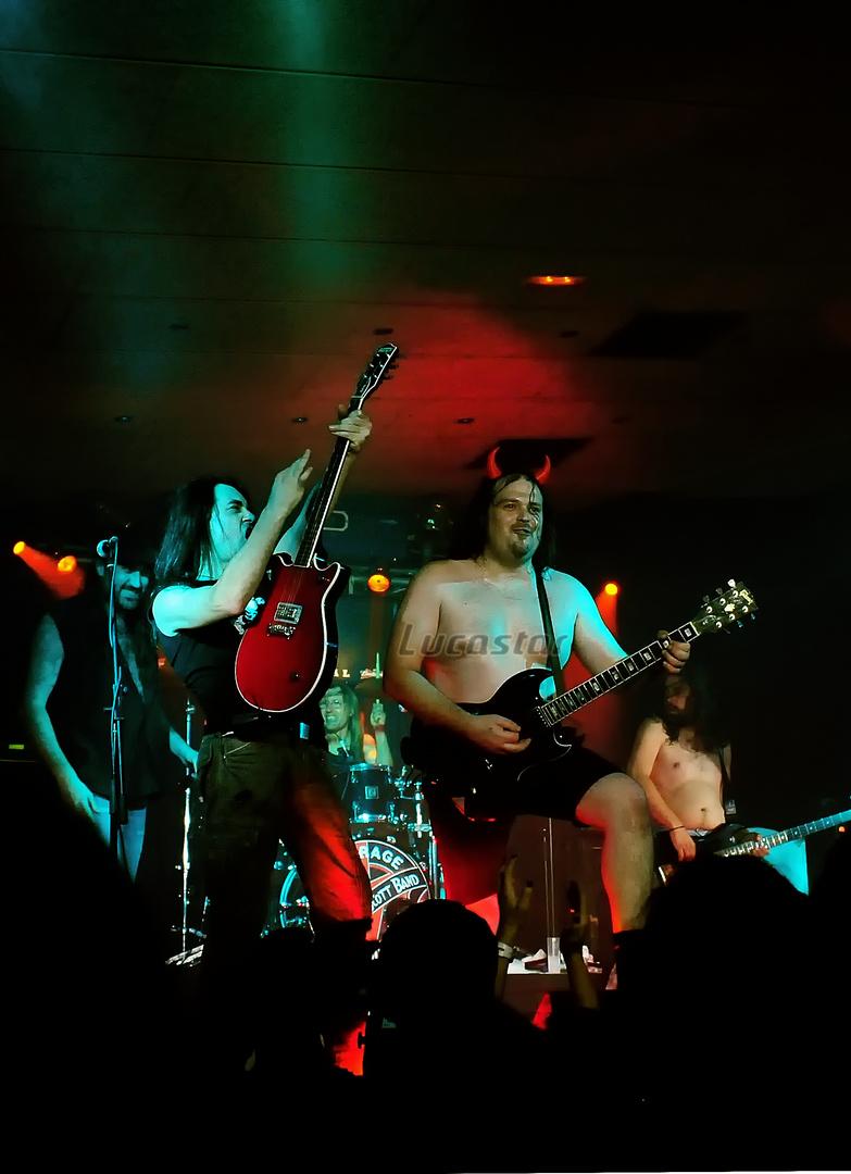 Bon Sott Band en Korneyá, Sala Df.