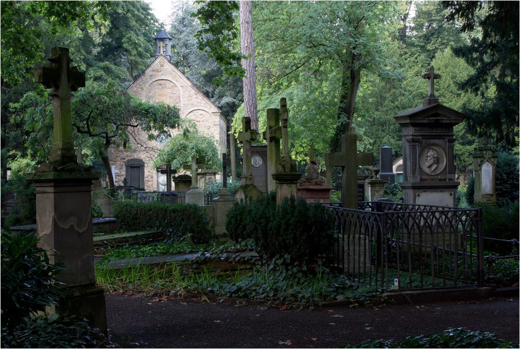 Bonn - Alter Friedhof mit Georgskapelle