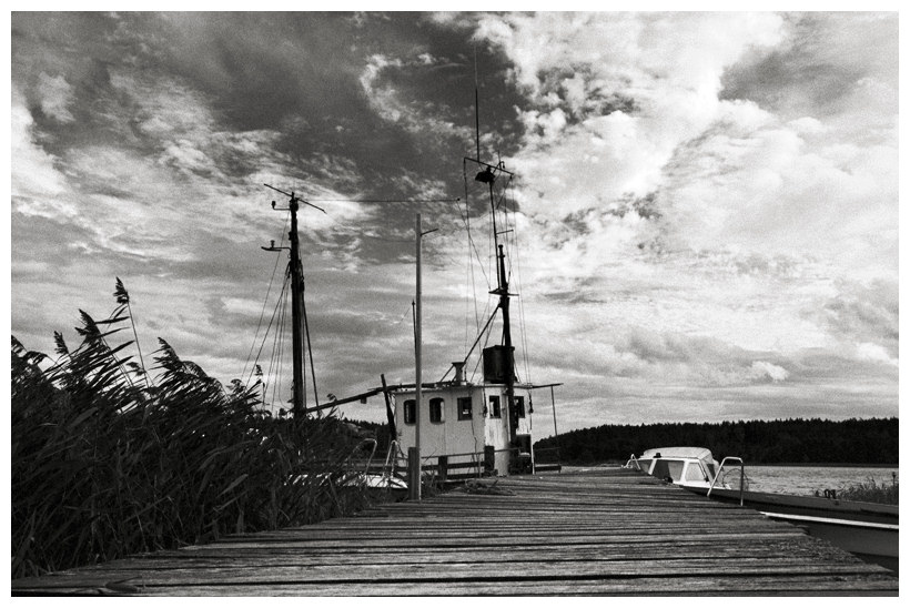 Boot, hinter Steg geparkt