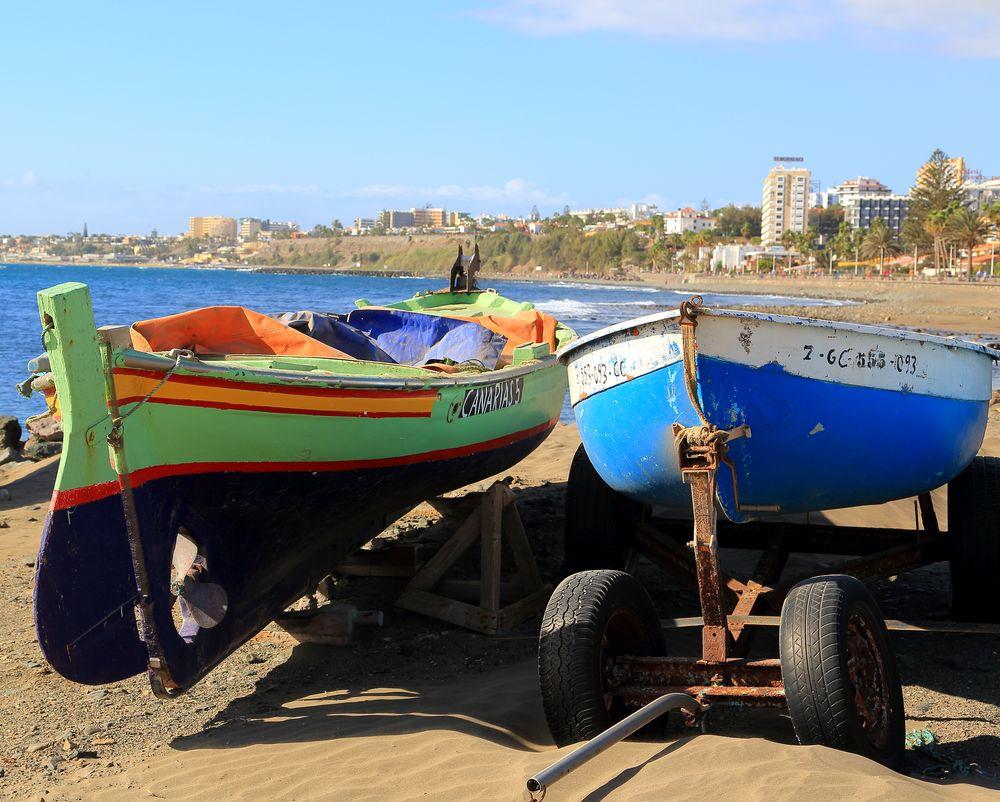 Boote am Strand von San Agustin, Gran Canaria