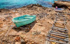 Boote auf Holzrampe