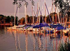 Bootshafen im Licht des Sonnenuntergangs