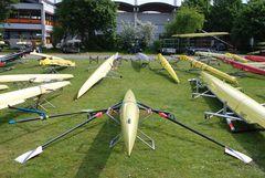 Bootslager auf dem Regattaplatz