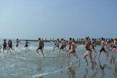 Borkum 2010 - Die Badesaison ist nun offiziell eröffnet (2)