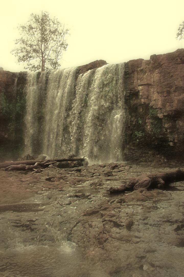 Bou Sraa Waterfall