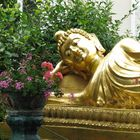 Bouddha couché en or à la pagode Tinh Tam