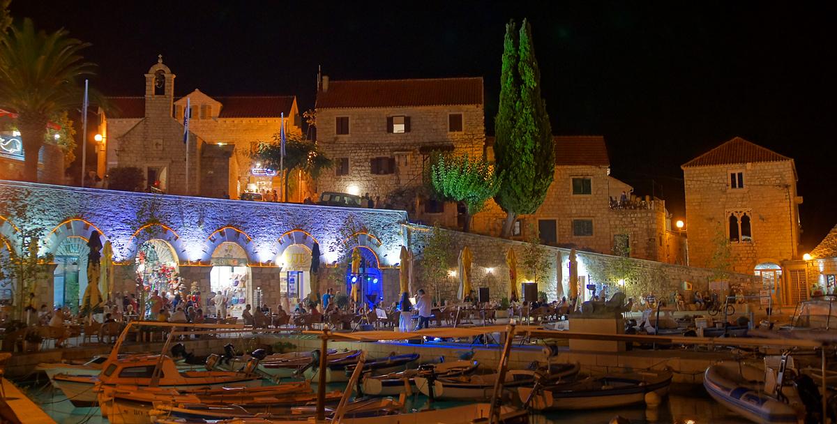 Brac/Bol Promenade bei Nacht