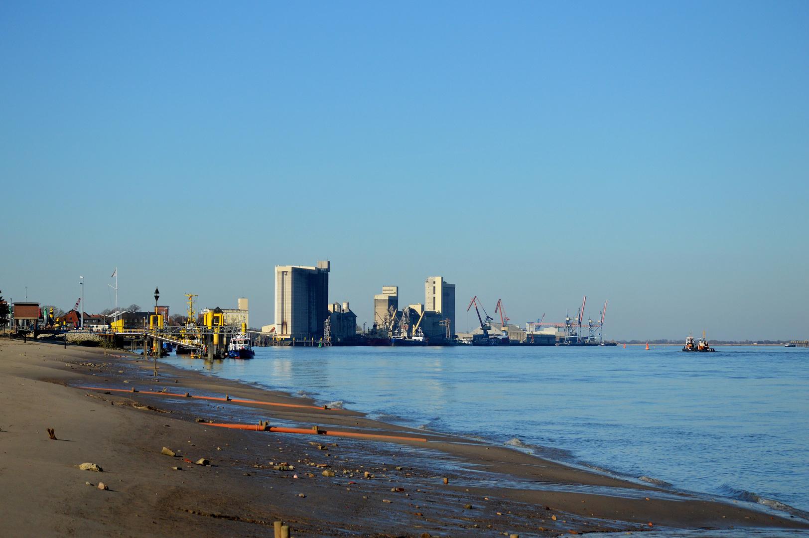 Braker Hafen bei Tag