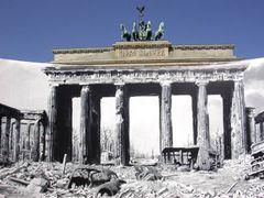 Brandenburger Tor 1945 und 2005