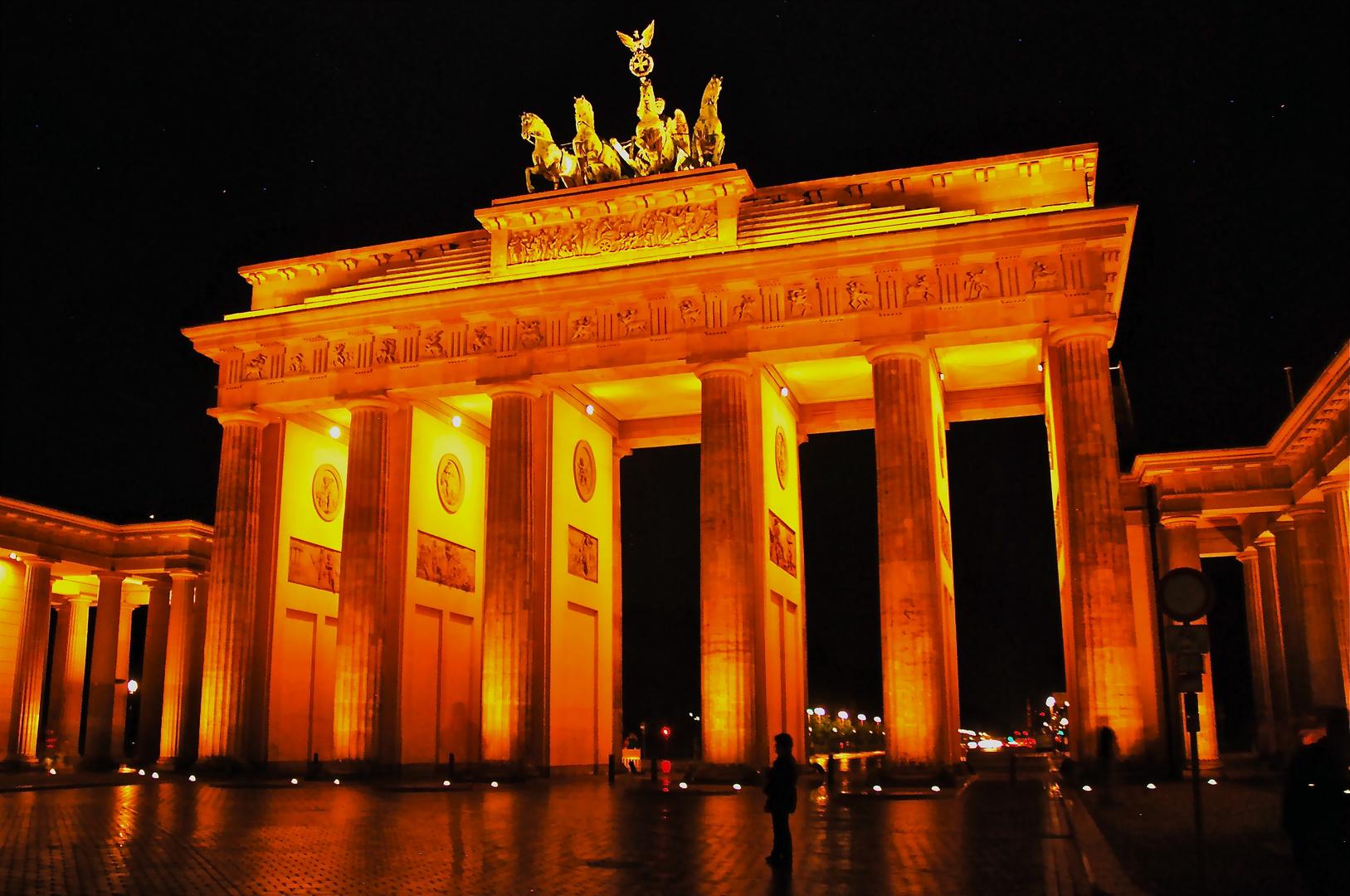 Brandenburger Tor im Einbruch der Nacht