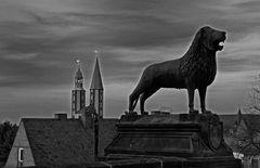 Braunschweiger-Löwe und die Marktkirche in Goslar