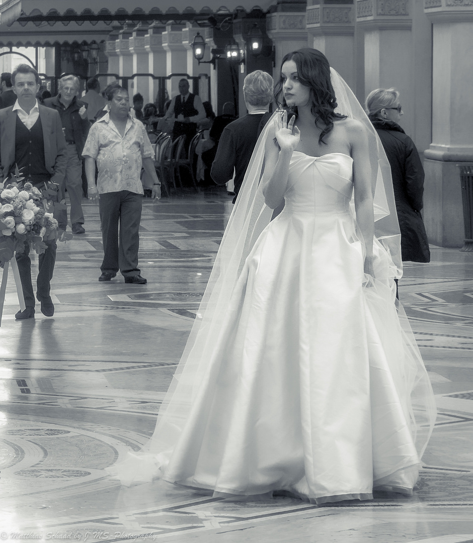 Braut in der Galleria Vittorio Emanuele II