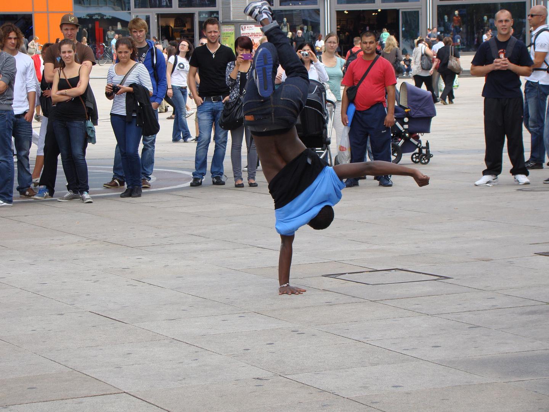 Breakdancer am Alexanderplatz Berlin