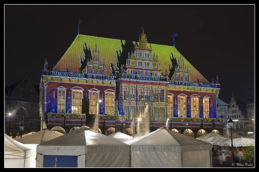 Bremen: Rathaus illuminiert...