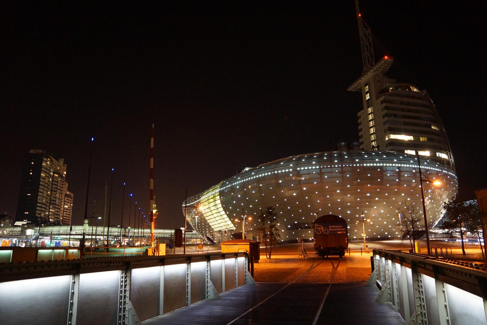 Bremerhaven bei Nacht - Klimahaus