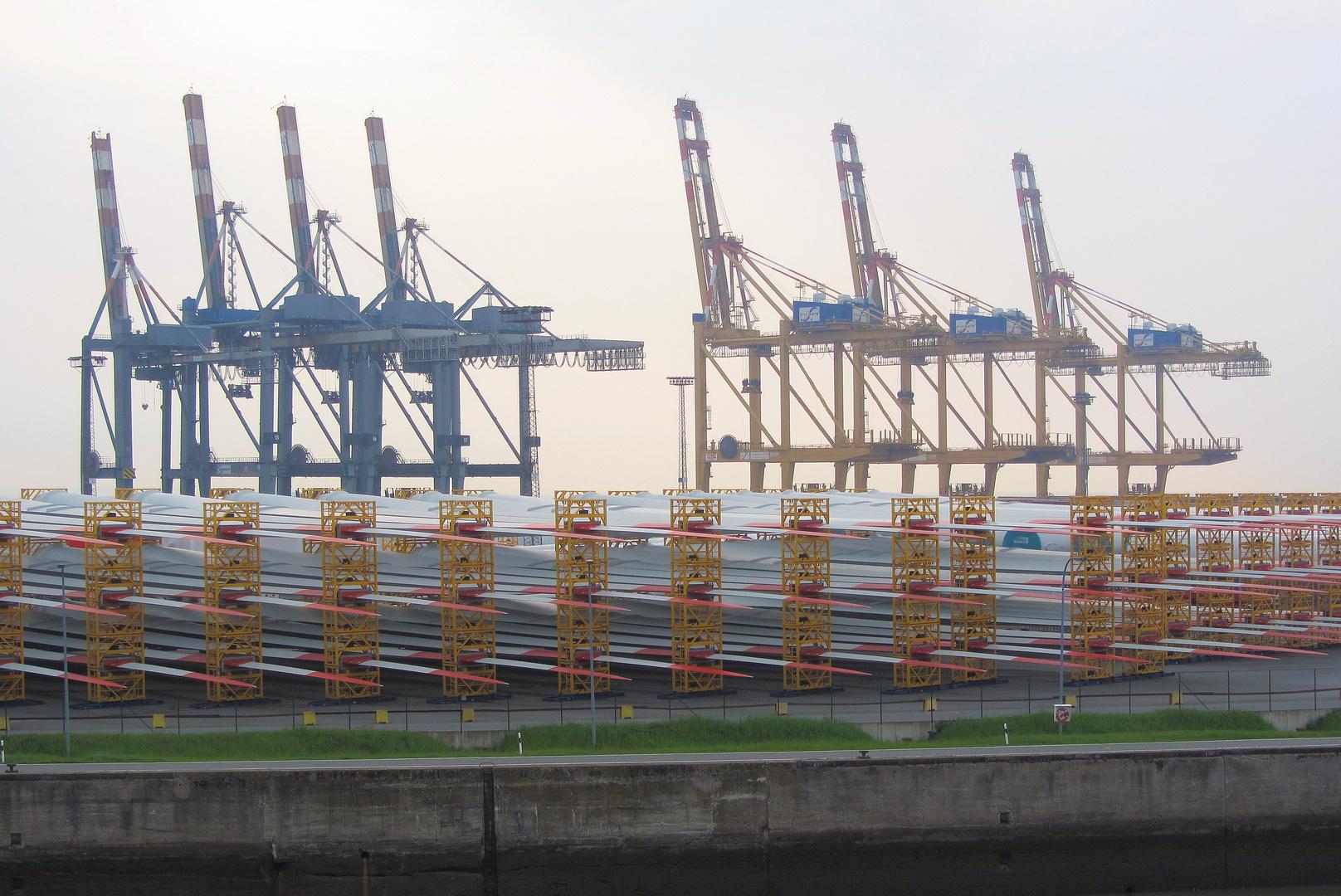 Bremerhaven:  Rotorblätter für Offshorewindparks