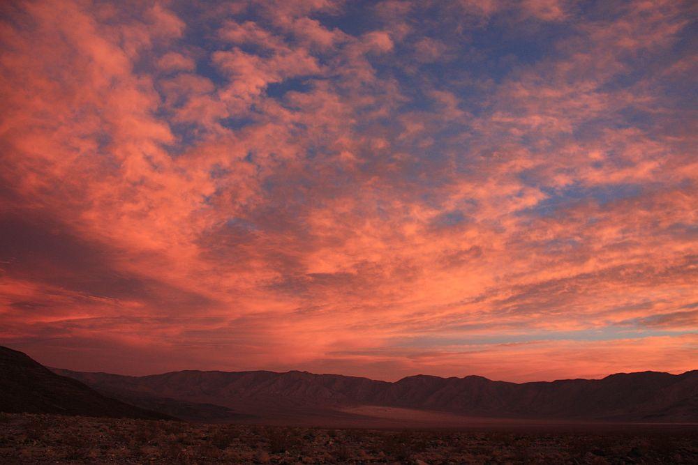 """Brennender Himmel"" kurz vor Sonnenaufgang...."