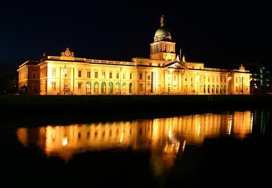 """brennendes """"Dublin Custom House"""""""