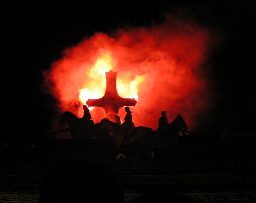 Brennendes Templerkreuz
