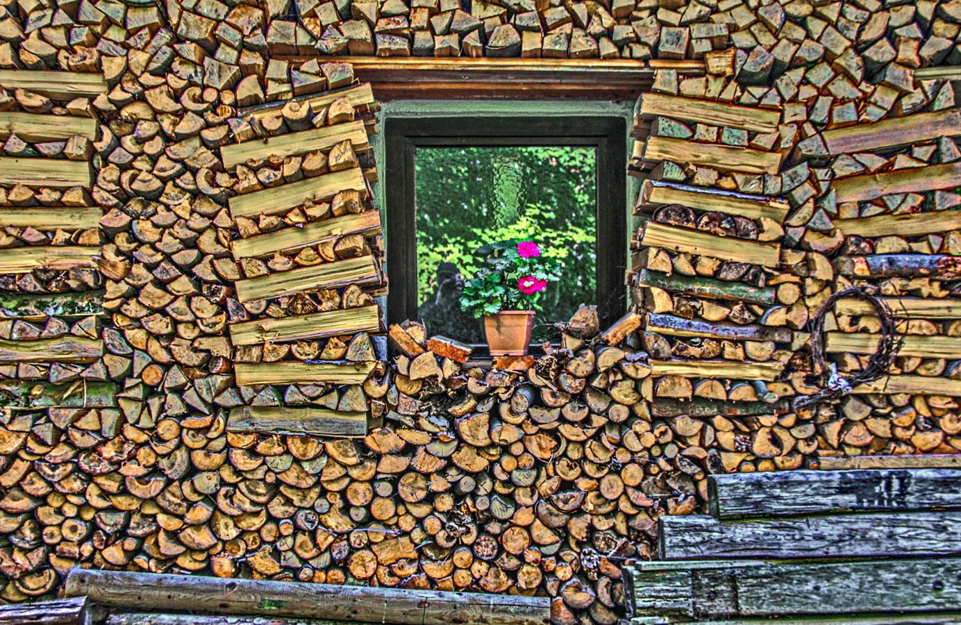 Brennholz immer griffbereit.