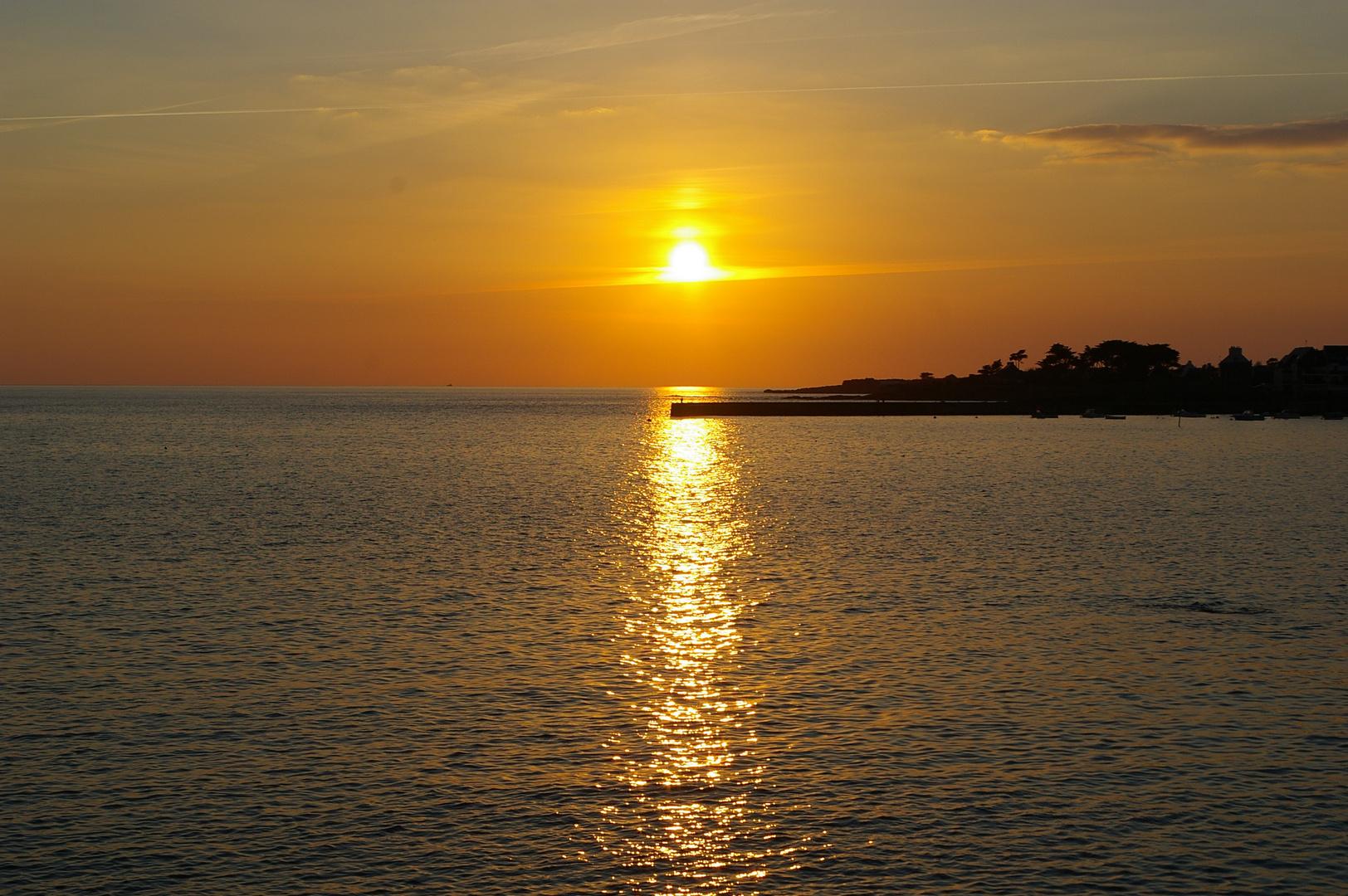 bretagne sud couché de soleil sur mer