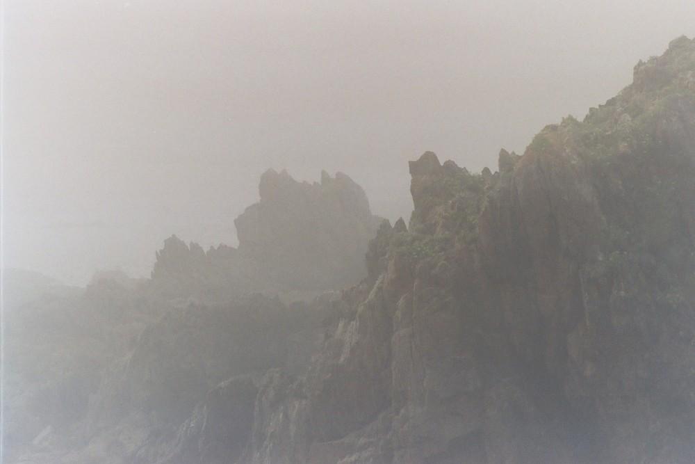 Bretagneküste im Nebel