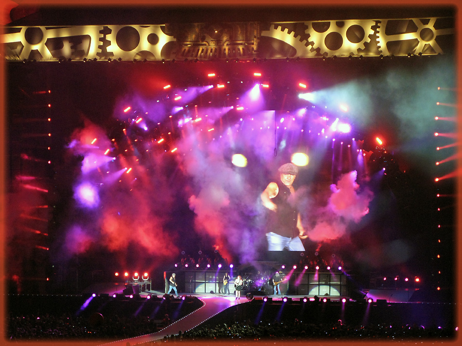 Brian Johnson in Action- AC/DC