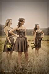 bridesmaids in straw...