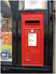Briefkasten im Schaufenster, Zeitungsladen in Corbridge