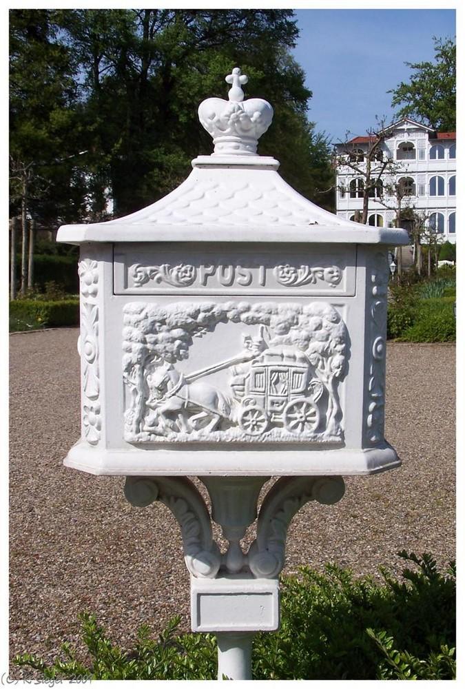 Briefkasten vor Bäder-Villa ...